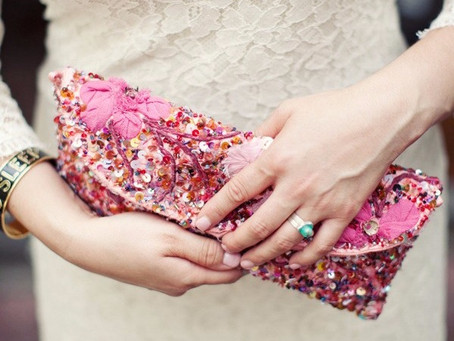 Las novias modernas hoy usan clutch