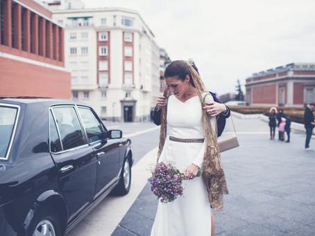 Novias que deciden casarse con velo dorado