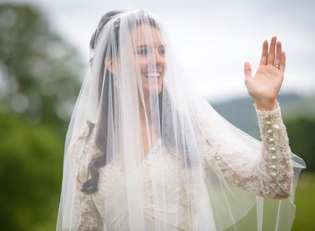 4 peinados famosos de novias con velo