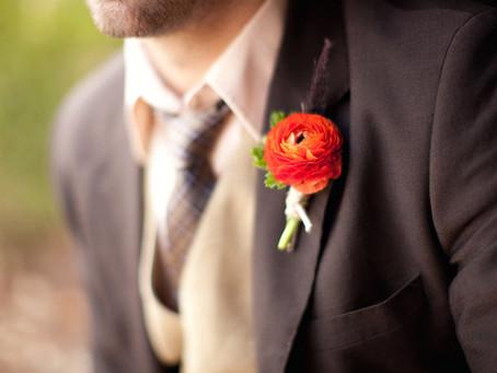 Boutonniere: El accesorio floral que es tendencia entre los novios