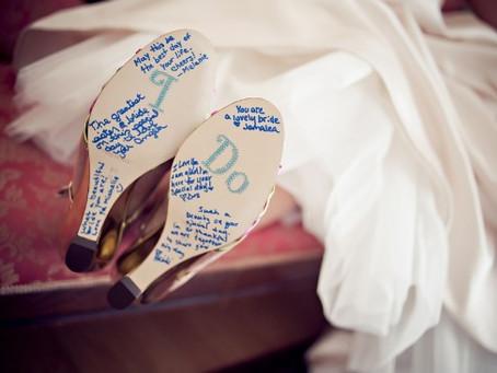La tradición turca de firmar los zapatos de novia