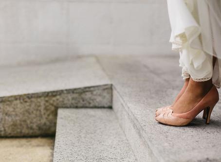 Novias con un toque de color en sus pies
