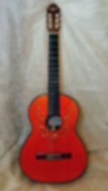 Гитара, украшенная перламутром
