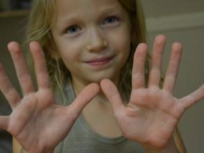 Domowa terapia ręki, czyli zabawy z masą solną