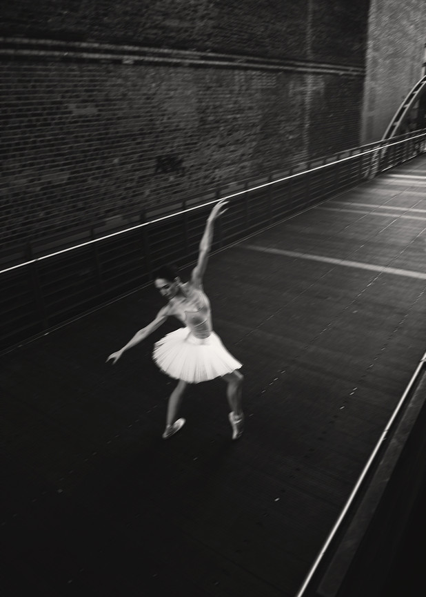 Ballerina Jenny Schmidt - Black And White - Hafencity