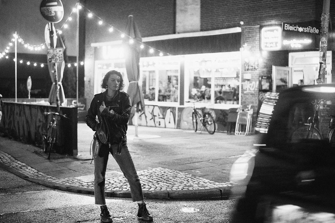 Sternschanze at night - Model Lina Florine