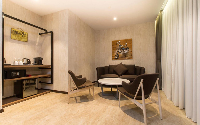 Iconic Hotel room ii.jpg