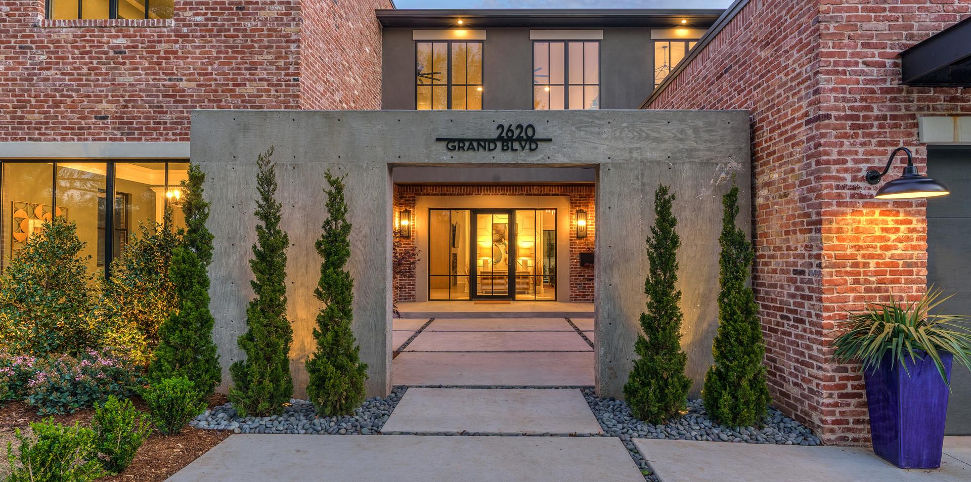 2620 NW Grand Blvd Courtyard