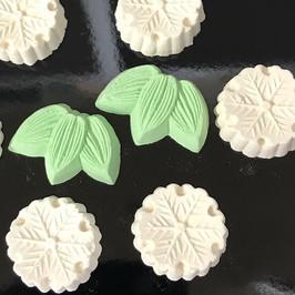 干菓子 雪輪と笹.jpg