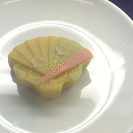 練り切り製 花扇.jpg