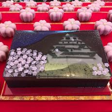 鶴ヶ城と桜の入刀.jpg