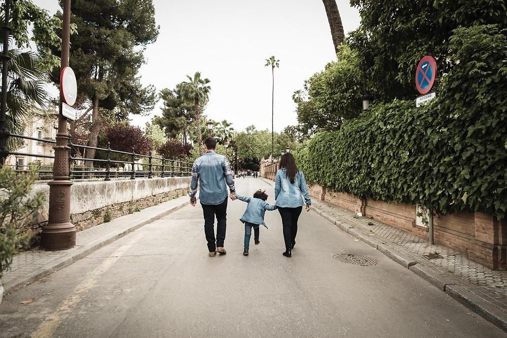 Sesion Preboda Familiar en Sevilla (Andalucia). Estrella Diaz Photovisual, fotografa de bodas en Badajoz, Merida, Sevilla, Huelva, Cadiz, Caceres. Reportaje de bodas natural. Extremadura y Andalucia.