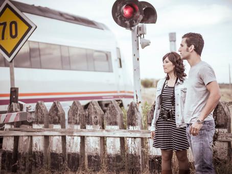 Preboda en las vías del tren [S + R]