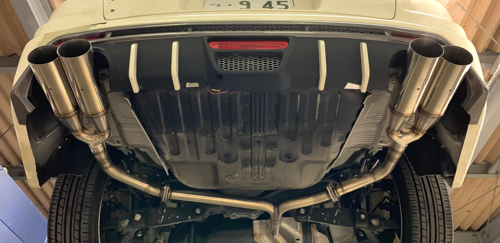 RB1オデッセイ社外品加工セミワンオフマフラーφ100デュアル左右出し+中間サイレンサ―追加
