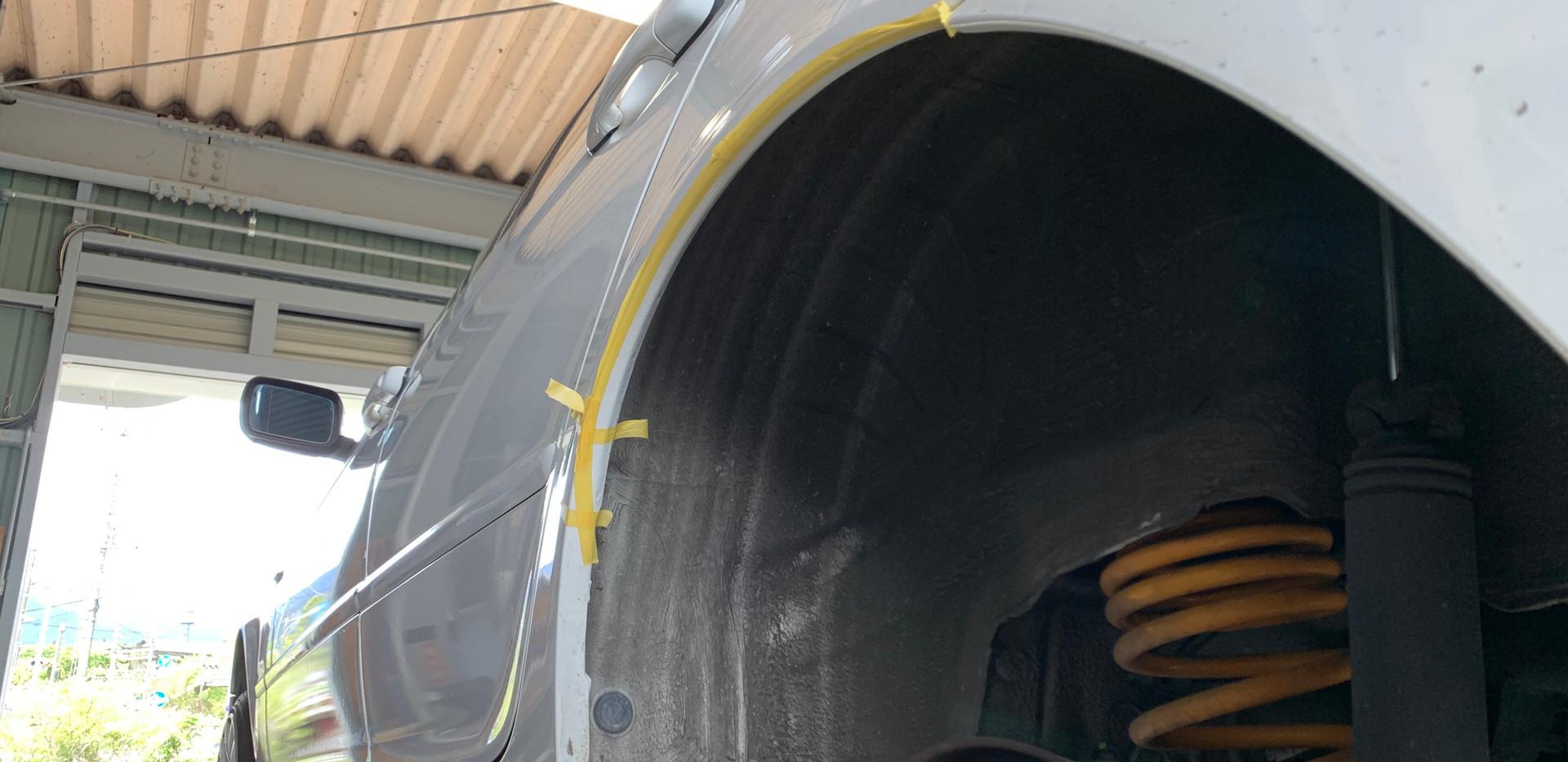 フェンダー爪切り加工-BMW 320i E46