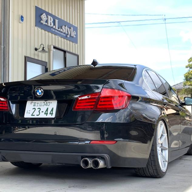 BMW 523i F10 -③