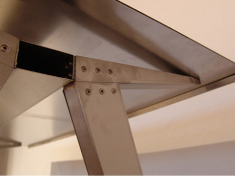WEB_120322_002_steel_table_small.jpg