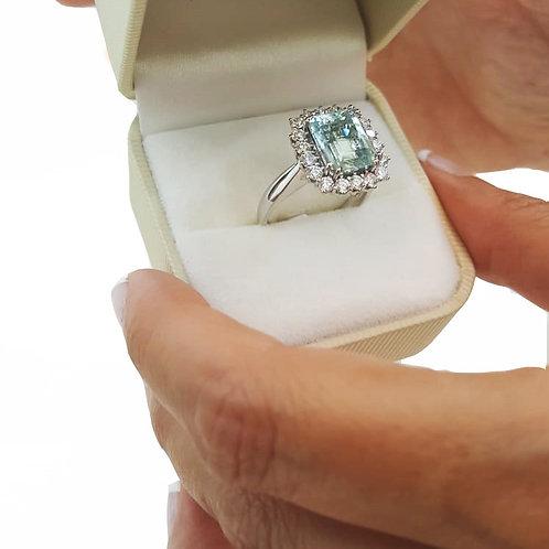 Anillo Aguamarina talla octogono y diamantes