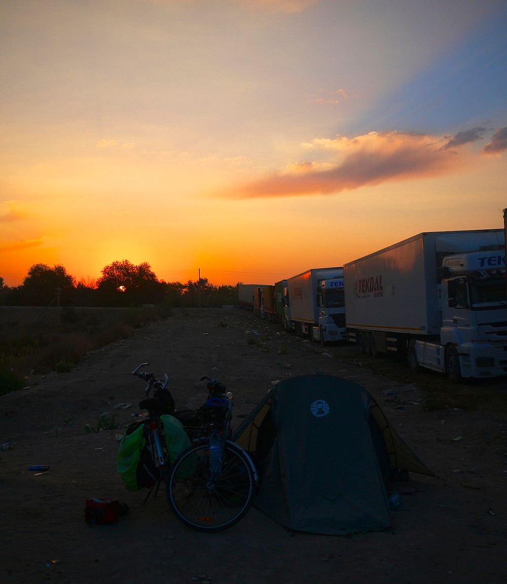 Camping with truck drivers at the Uzbekistan border