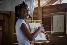 Keimy siendo guía del Museo de Saberes