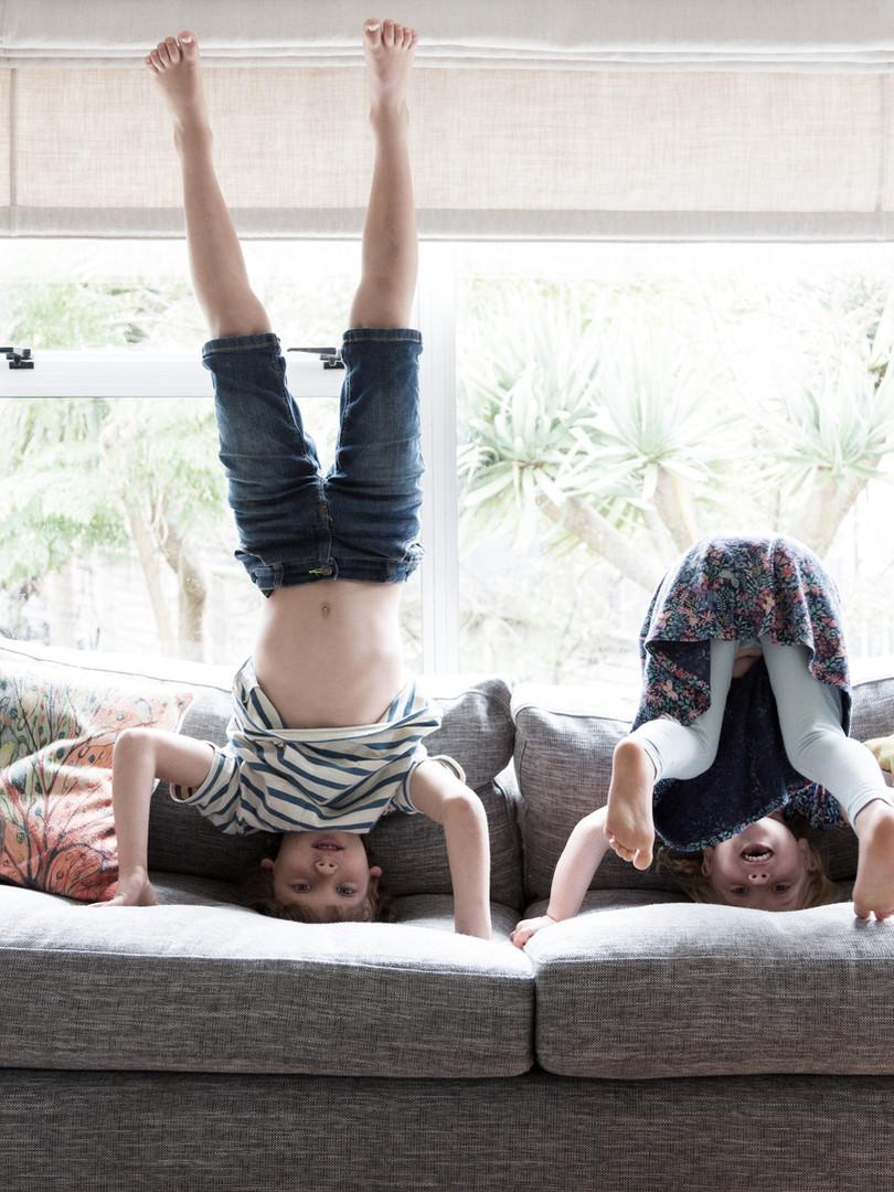 Dzieci robiące na głowach