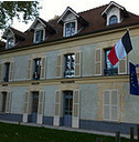 mairie le val st germain.PNG