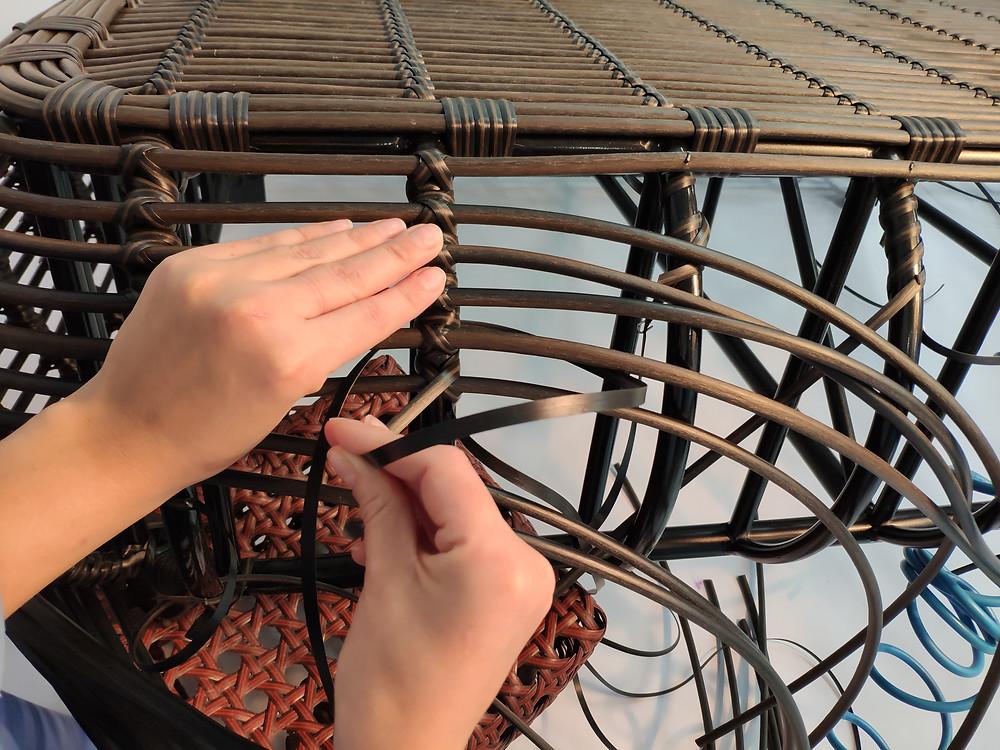 Как плетут ротанг