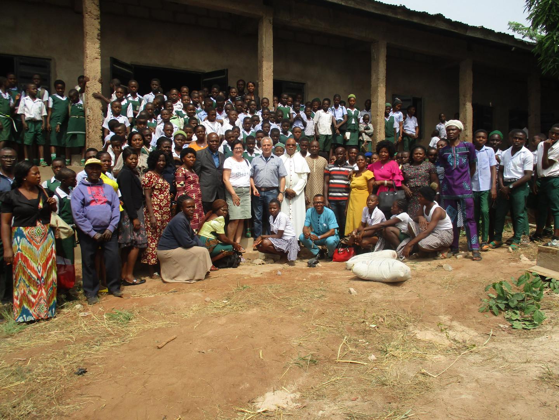Zum Abschluss dieses eindrucksvollen  Tages wurde noch ein Erinnerungsfoto mit den Schülern und Lehrern aufgenommen.