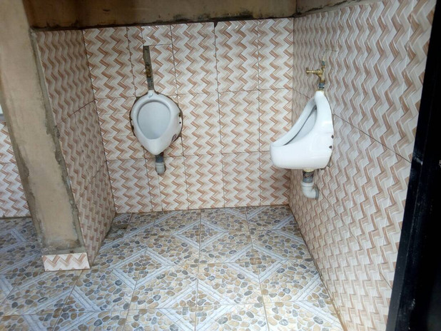 Urinale für die Jungs.
