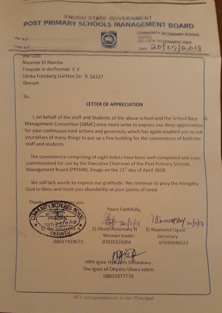 Der Dankesbrief der Schulbehörde an Nwanne di namba: Stellvertretend für alle Lehrer und Schüler möchte ich meine tiefe Dankbarkeit für eure andauernde tolle Hilfeleistungen, die ihr durch euren persönlichen Einsatz ermöglicht habt, bedanken. Wir haben nun ein tolles, komfortables  Gebäude für alle, Lehrer und Schüler.  Die komfortable Anlage umfasst acht Toiletten und wurden von dem Vorsitz der Schulbehörde von Enugu am 21.April 2018 begutachtet.  Uns fehlen noch immer die Worte um euch zu danken. Wir beten weiterhin für euch, dass Gott euch segnen möge und euch bei euren Nöten helfen wird.