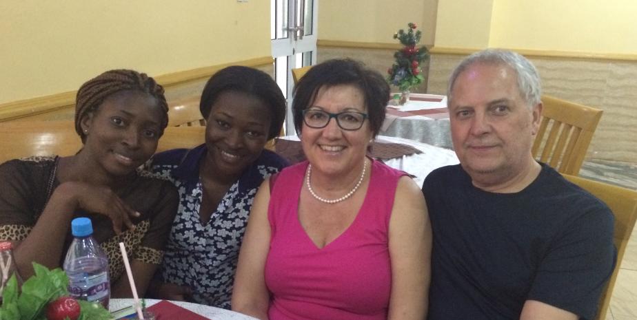Ein frohes Wiedersehen mit Emmanuela und Blessing, die aus ihrem weitentfernten Studienort  anreisten, um ihre Paten wieder zu treffen.