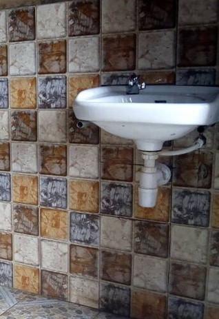 Ein gewaltiger Fortschritt für die Hygiene und Gesundheit der Kinder und ihren Lehrern sind die Handwaschbecken.