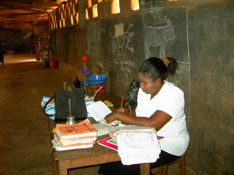 Die Grundschullehrerin bei ihrer Arbeit.