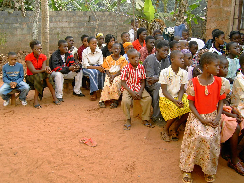Das erste Treffen mit den Patenkindern in Okpatu, dem Heimatdorf von Pfr. Geoffrey.