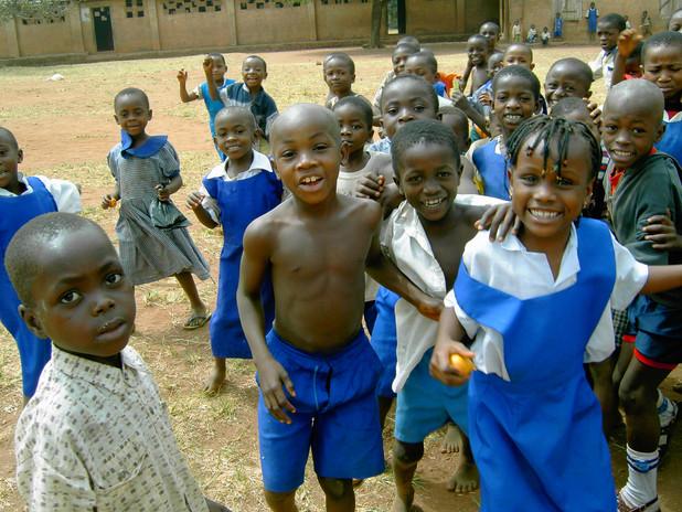 Alle wollten unbedingt dabei sein um sich anschließend selbst in dem für die Kinder neuen Gerät , der Digitalkamera zu sehen