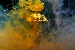 gold-coloured-human-statue-2098578.jpg
