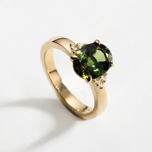 18ct Yellow Gold Ring with Oval Green Tourmaline