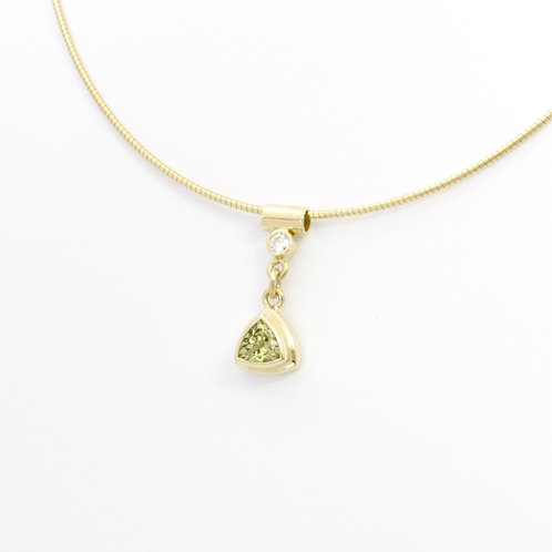 18ct yellow gold Mali garnet pendant