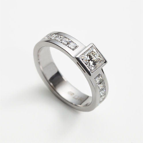 18ct White Gold Engagement Ring with Princess cut Diamond