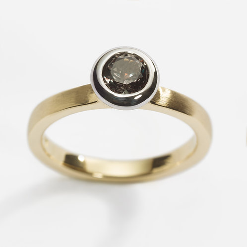 18ct yellow gold engagement ring with colour change garnet