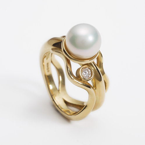 18ct yellow gold pearl wave ring