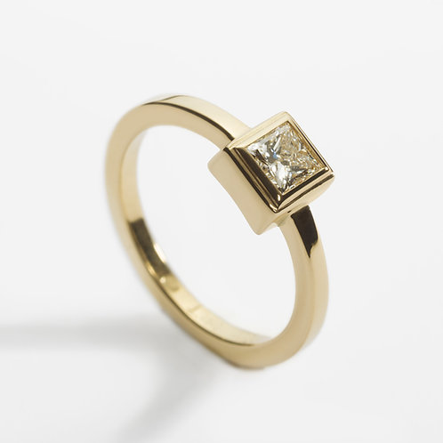 18ct Yellow Gold Engagement Ring with Princess Cut Diamond