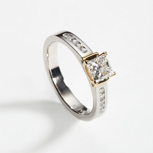 Platinum 0.70ct Princess cut diamond ring