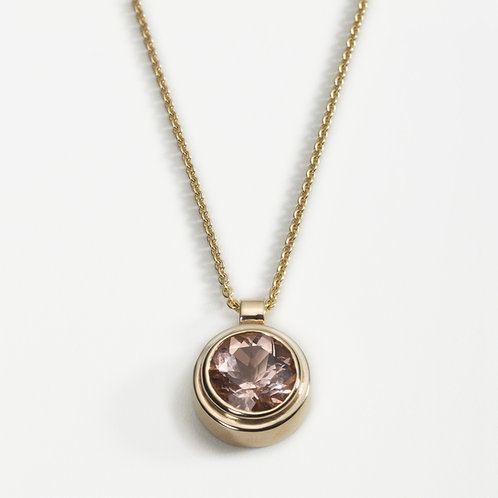 9ct gold pendant with morganite