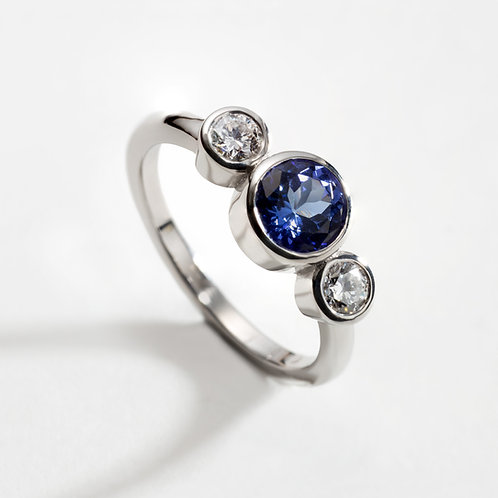 18ct White Gold Ring with Tanzanite and Diamond