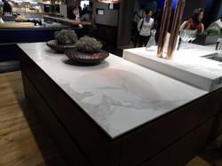 керамические столешницы под мрамор
