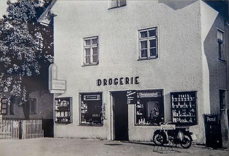 18-DSC_0827 Papas Drogerie Sept. 1954.jp