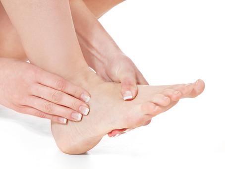 Você sente dor nos pés quando caminha?