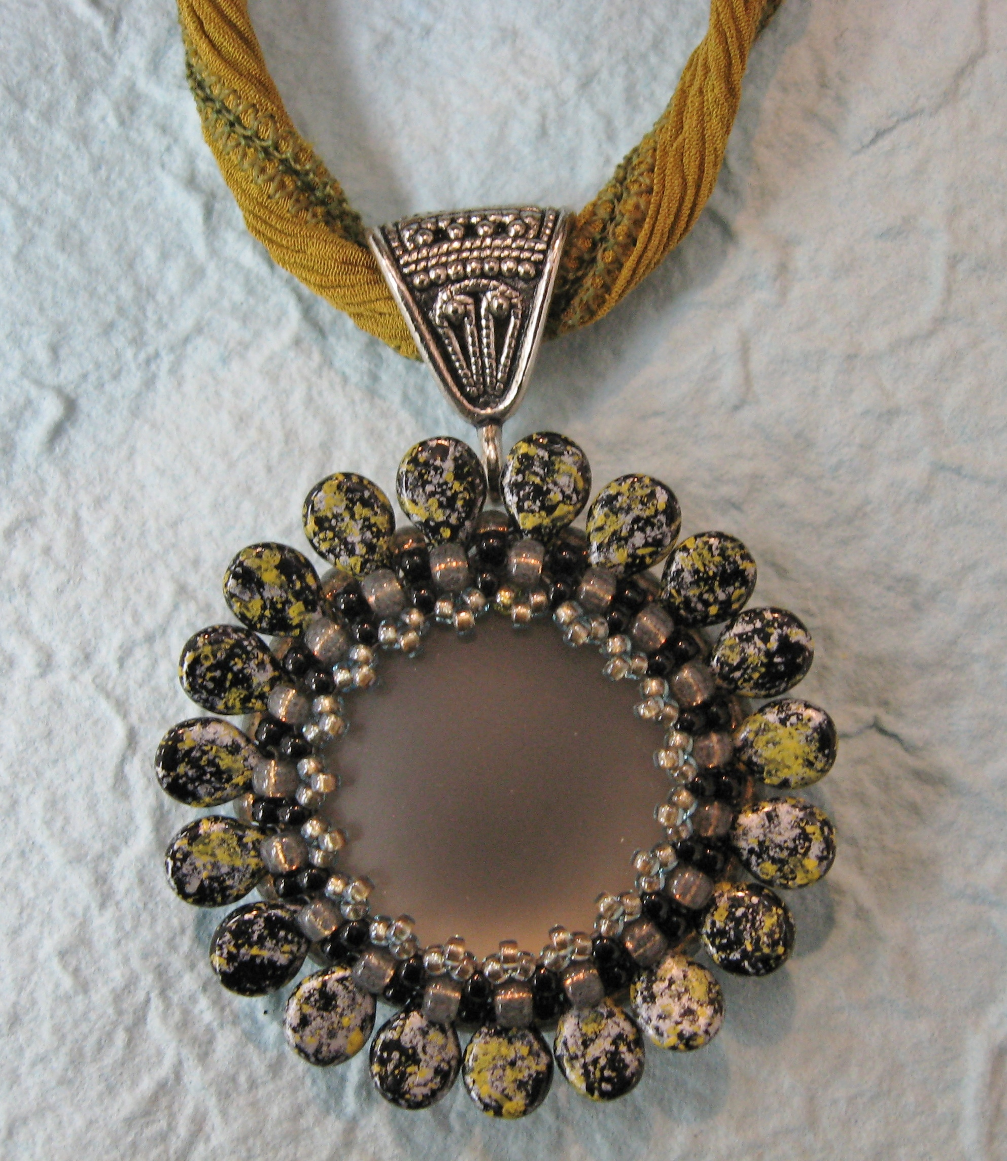 Gladys & the Pips Pendant