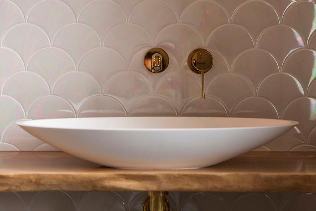 Bathroom 'mermaid' details